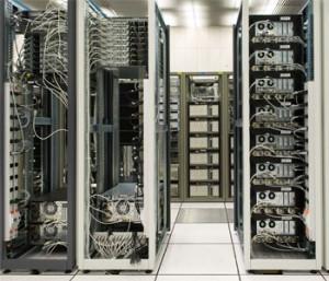 Ejemplo típico de un centro de computo. A este se accede desde la empresa o desde fuera con permiso de usuario.