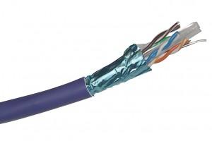 Ejemplo de cable trenzado. Lo metálico es un revestimiento extra para protegerlo de las radiaciones externas.
