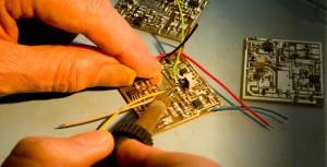 Un pequeño ejemplo de manipulación de componentes electrónicos a un nivel básico.