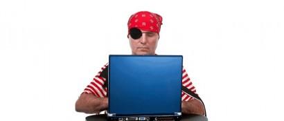Imagen de estereotipo de lo que es un pirata informático.  Esto nos ha venido inculcado por las películas que solemos ver de este tema.