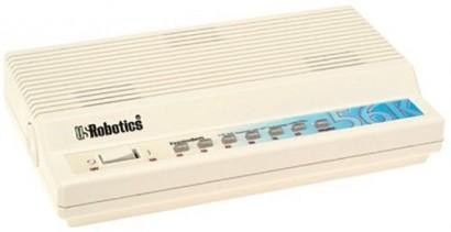 Antiguo modem de banda estrecha o base que trabajaba con una velocidad de descarga de 56 kilobytes por segundo.