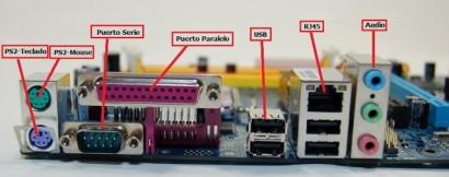 dentro del esquema de una placa base de ordenador, los distintos conectores y entre estos el puerto serie señalado en este articulo.