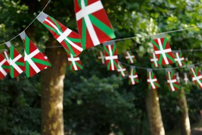 Euskera-2-bandera-pais-vasco