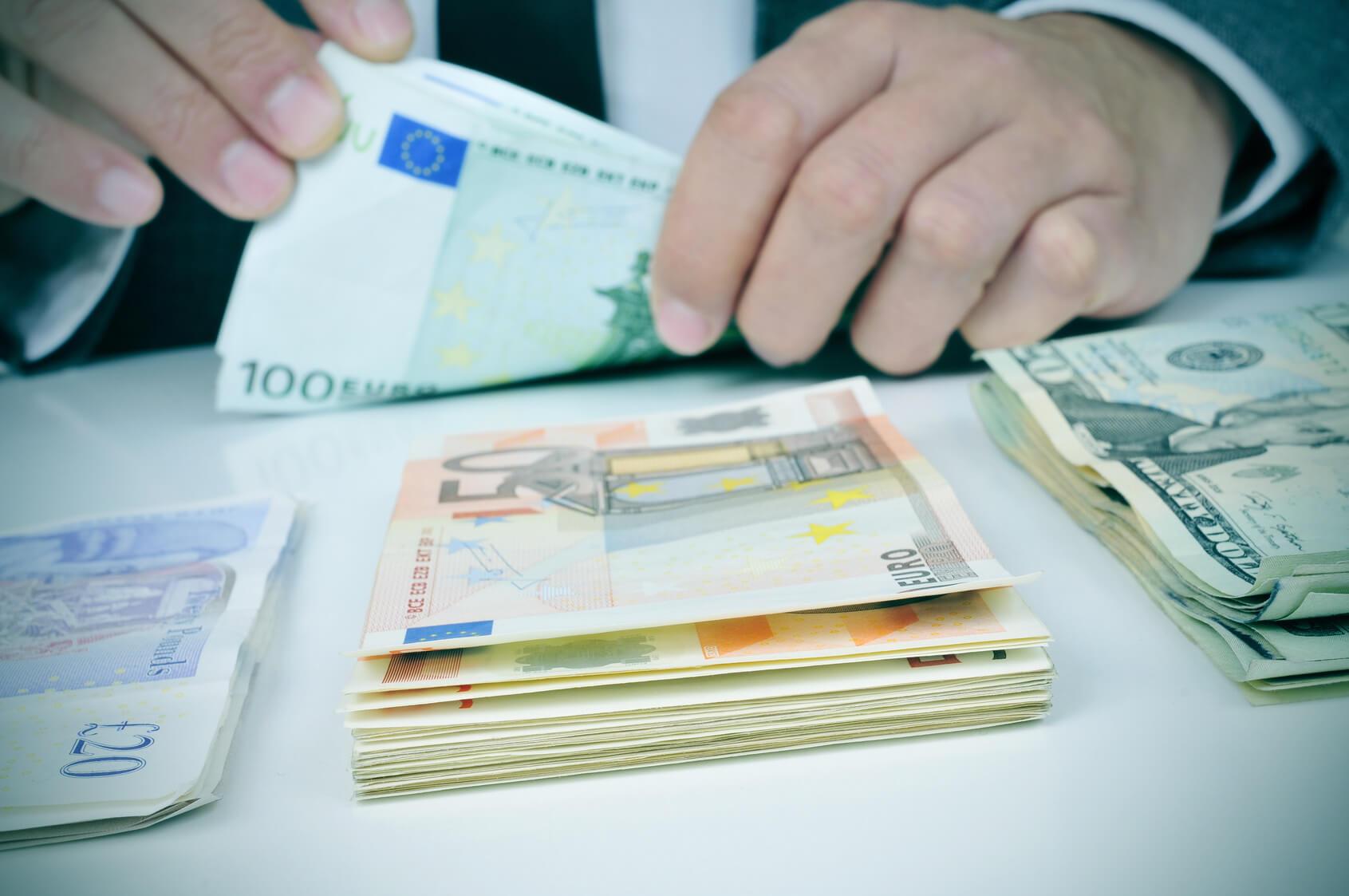 Comercio y cambio de divisas en juegos