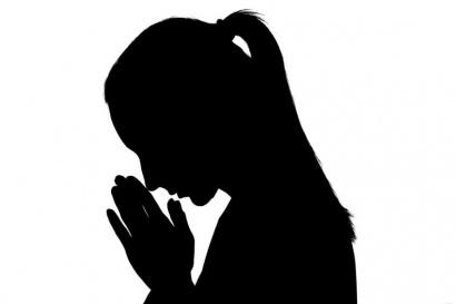 Invocacion-rezando