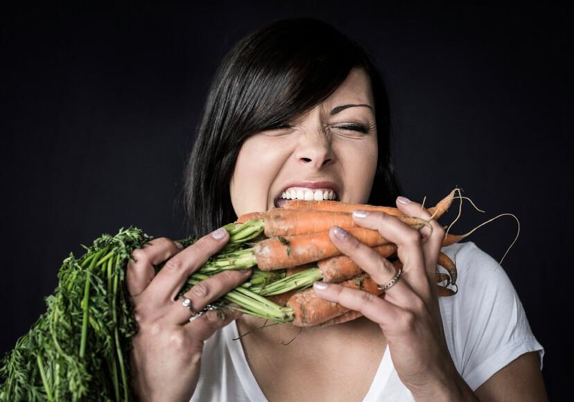 Definicion De Zanahoria Concepto En Definicion Abc La zanahoria es un alimento que contienen 1,25 gramos de proteínas, 6,90 gramos de carbohidratos, 6,90 gramos de azúcar por cada 100 gramos y no tienen grasa, aportando 39,40 calorias a la dieta. definicion de zanahoria concepto en