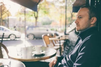Afrancesado-2-hombre-cafe