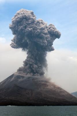 Erupcion-Volcanica-2