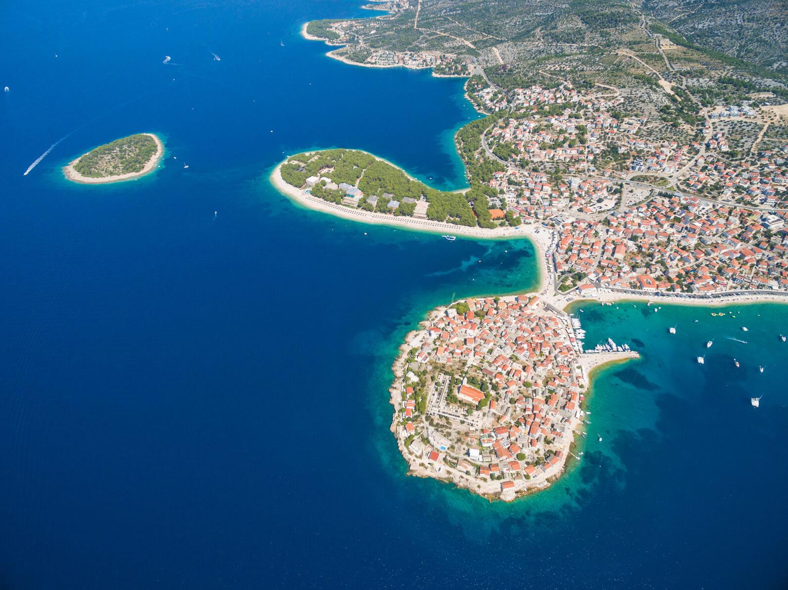 como cualquier zona del planeta el mar mediterrneo puede estudiarse desde varias entre ellas podemos destacar la geogrfica la geopoltica