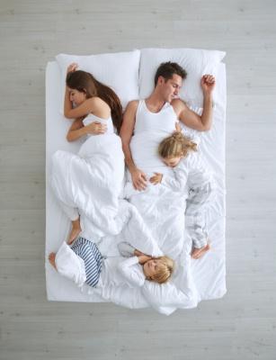 familia-durmiendo